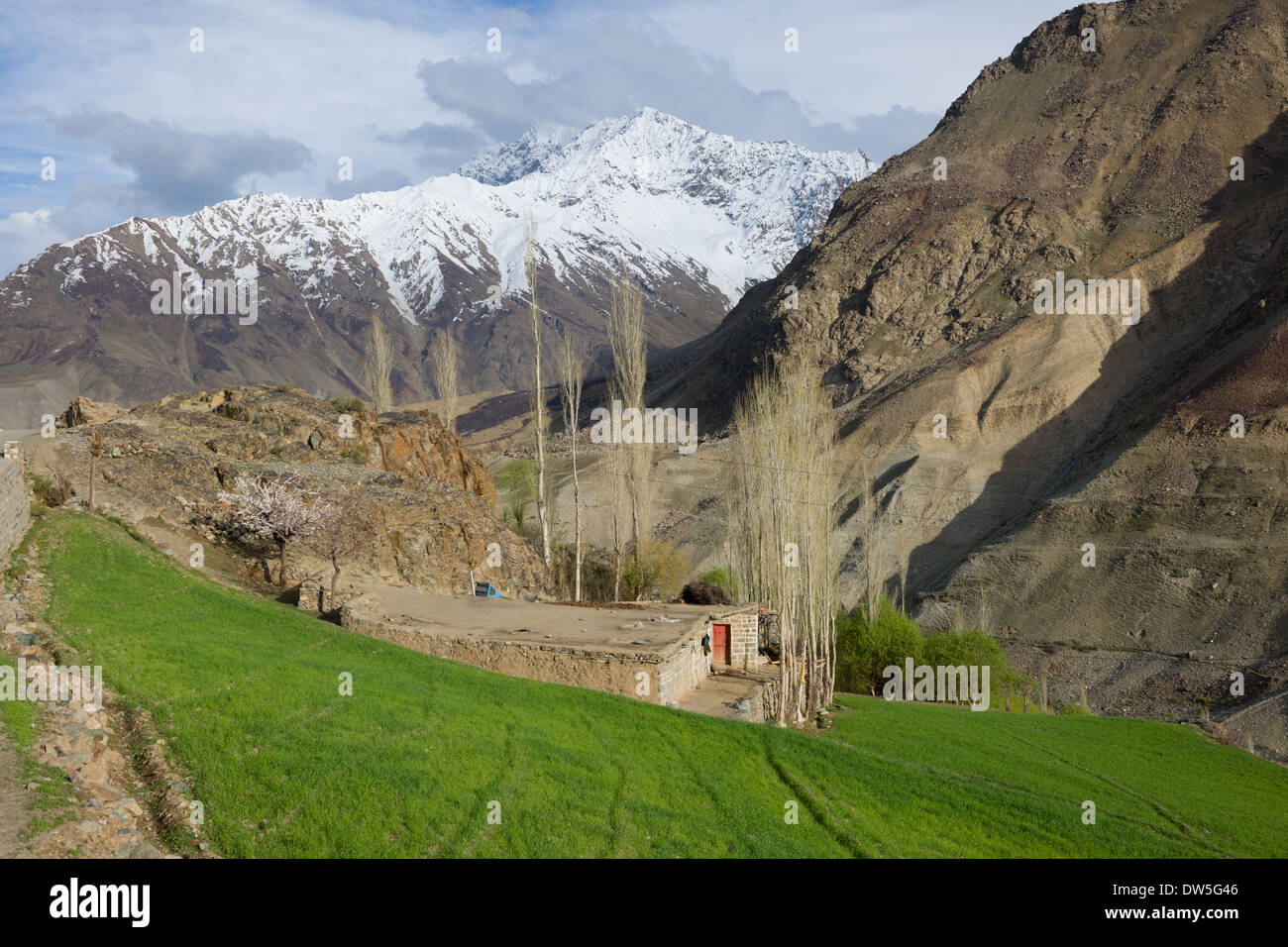 Small house on the outskirts of the village of Teru, in the Ghizar River (Gilgit River) Valley, seen from the Shandur-Gilgit Road, near the Shandur Pass, Gilgit-Baltistan, Pakistan - Stock Image