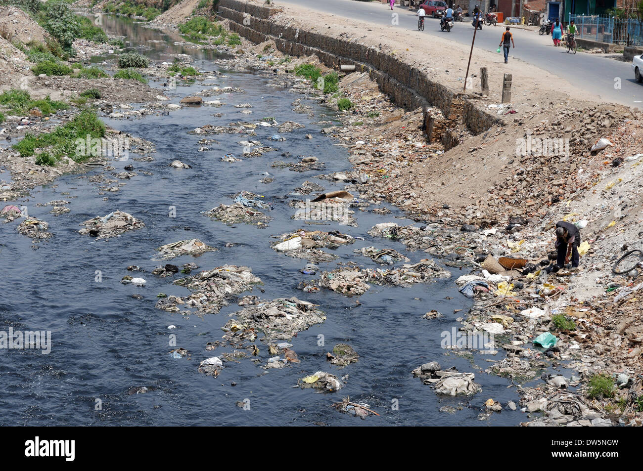 The appalling pollution in the Bagmati River in Kathmandu, Nepal - Stock Image