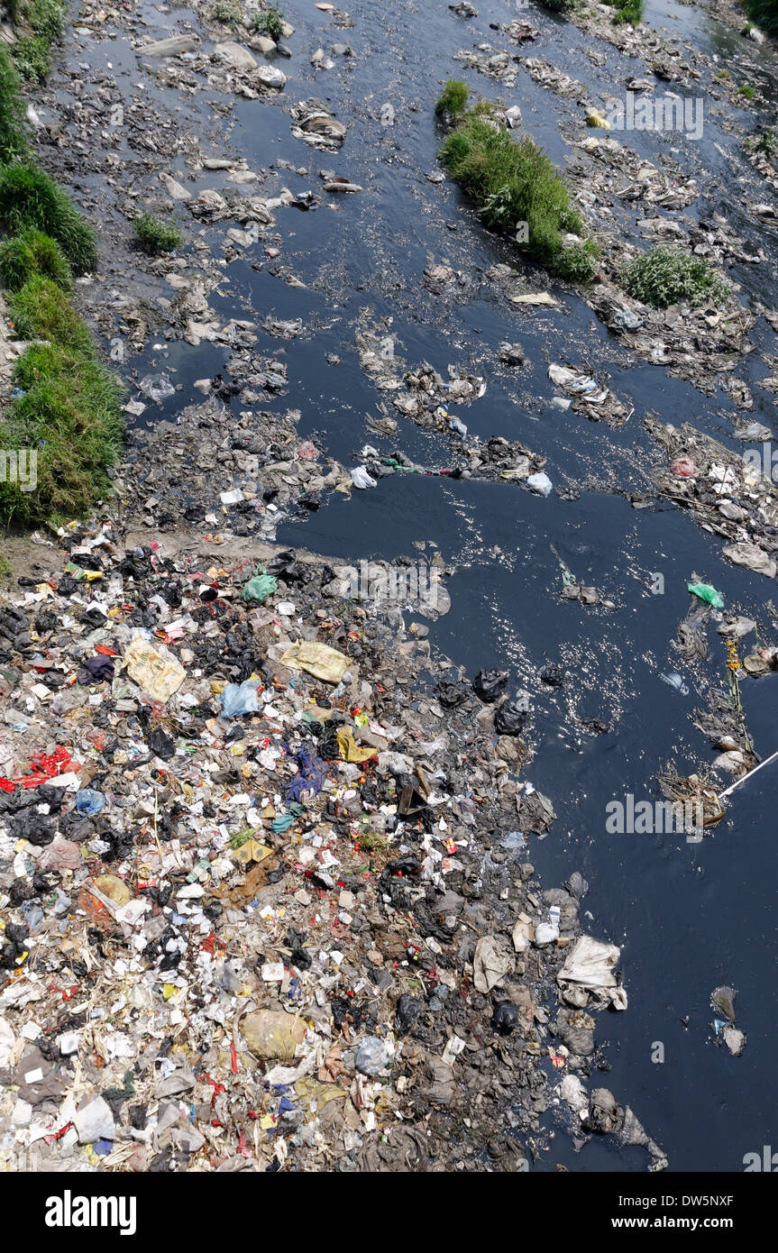 The appalling pollution in the Bagmati River in Kathmandu, Nepal - Stock Image
