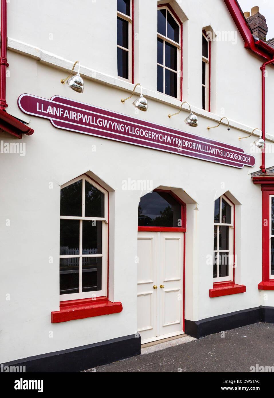 Station sign for longest place name in the UK, Llanfairpwllgwyngyllgogerychwyrndrobwllllantysiliogogogoch, Anglesey, - Stock Image