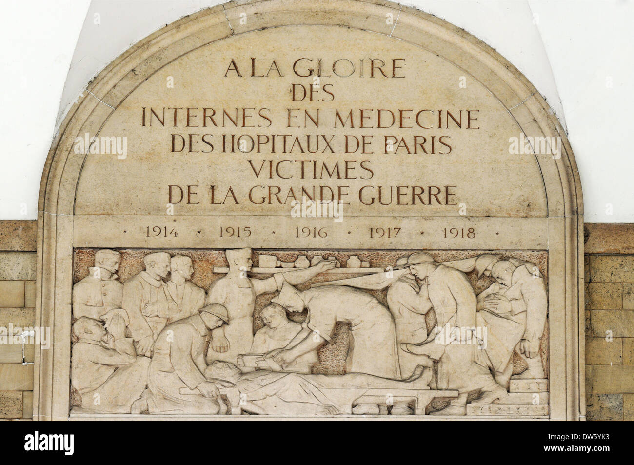 A plaque in Paris to commemorate the interns (medical students) who died whilst working at the front lines in World War 1 - Stock Image
