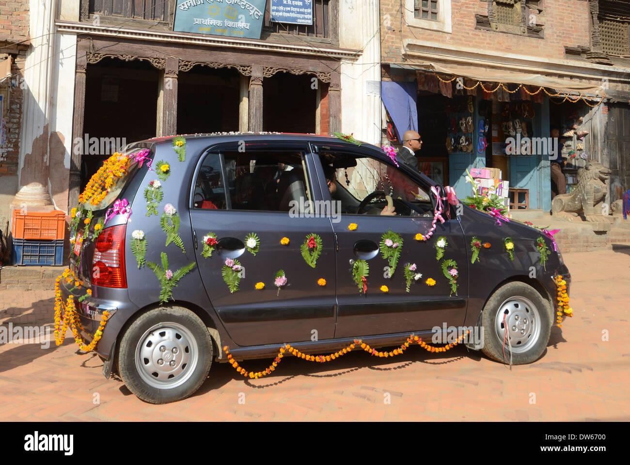 Car decoration in wedding parade dattatraya square bhaktapur nepal car decoration in wedding parade dattatraya square bhaktapur nepal junglespirit Image collections