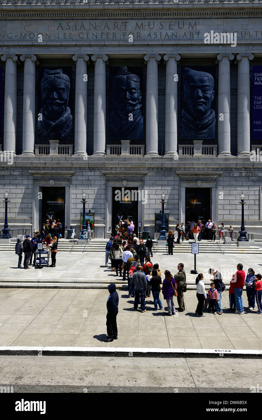 queue queuing for tickets entrance entry asian art museum san francisco history hostorical ethnic ethnicity exhibition exhibit - Stock Image