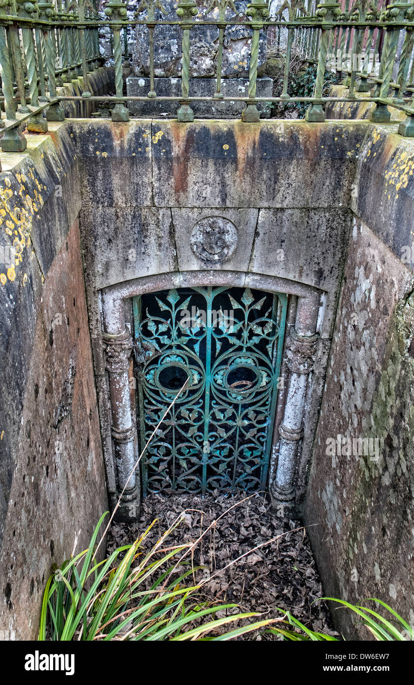 Tomb entrance in the churchyard of St. Patrick's Church of Ireland, Donabate, county Dublin, Ireland - Stock Image