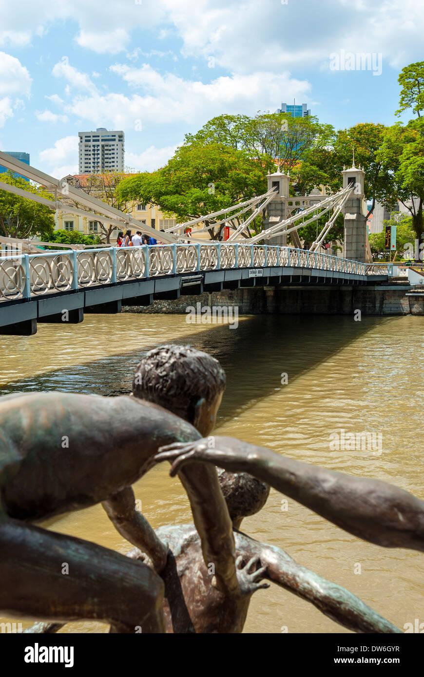 Swimming boys sculpture and Cavenagh bridge, Singapore - Stock Image