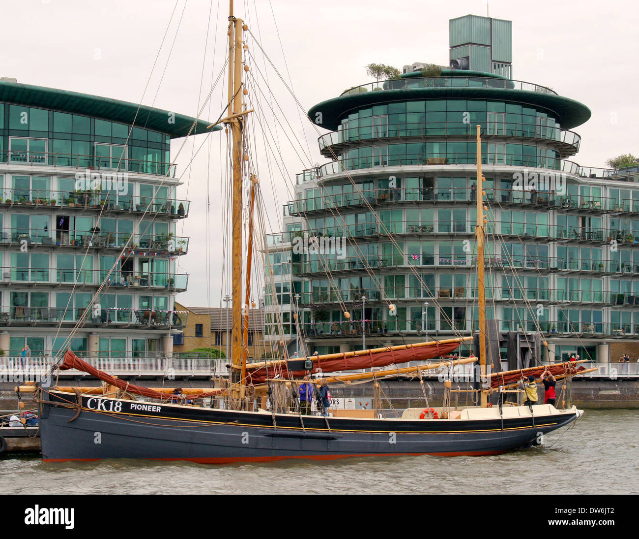 1864 70ft Essex smack Pioneer dredging oysters in the North Sea River Thames London during Thames Diamond Jubilee Pageant - Stock Image