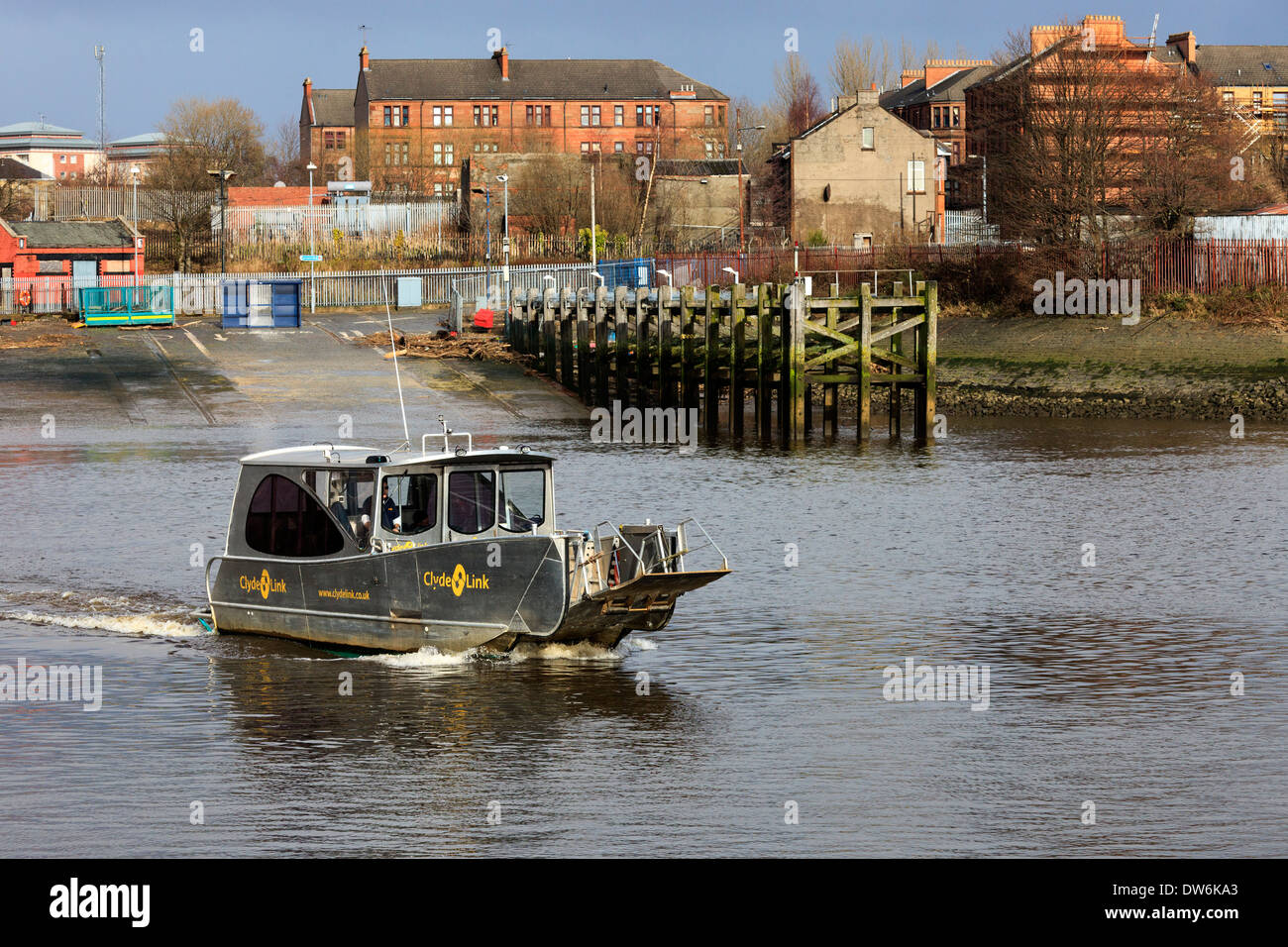 Renfrew ferry travelling between Yoker, Partick and Renfrew across the River Clyde and carrying only passengers, Glasgow - Stock Image
