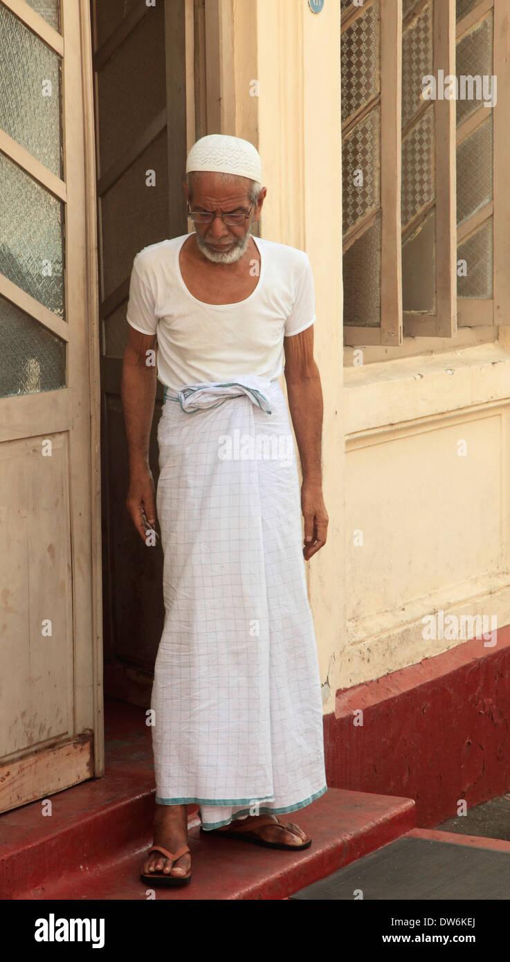 Sri Lanka Traditional Dress Stock Photos & Sri Lanka Traditional