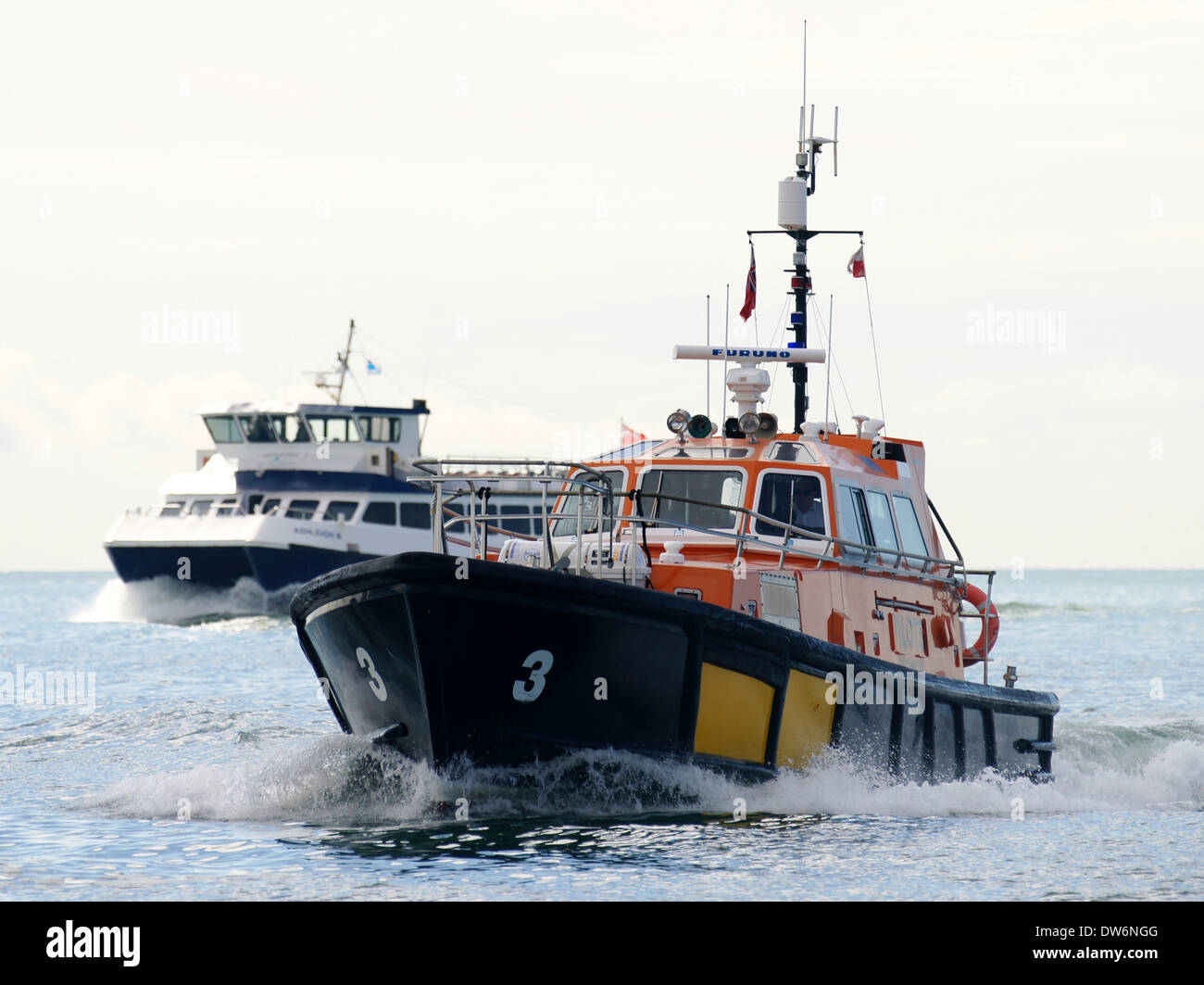 Southampton Pilot Boat No.3 with Isle of Wight ferry - Stock Image