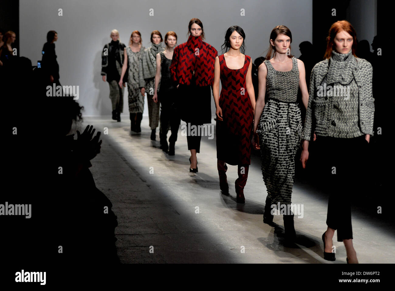 Paris, France. 1st Mar, 2014. Models present creations by Veronique Leroy during the Paris Fashion Week, Fall/Winter 2014-2015 in Paris, France, on March 1, 2014. Credit:  Chen Xiaowei/Xinhua/Alamy Live News - Stock Image