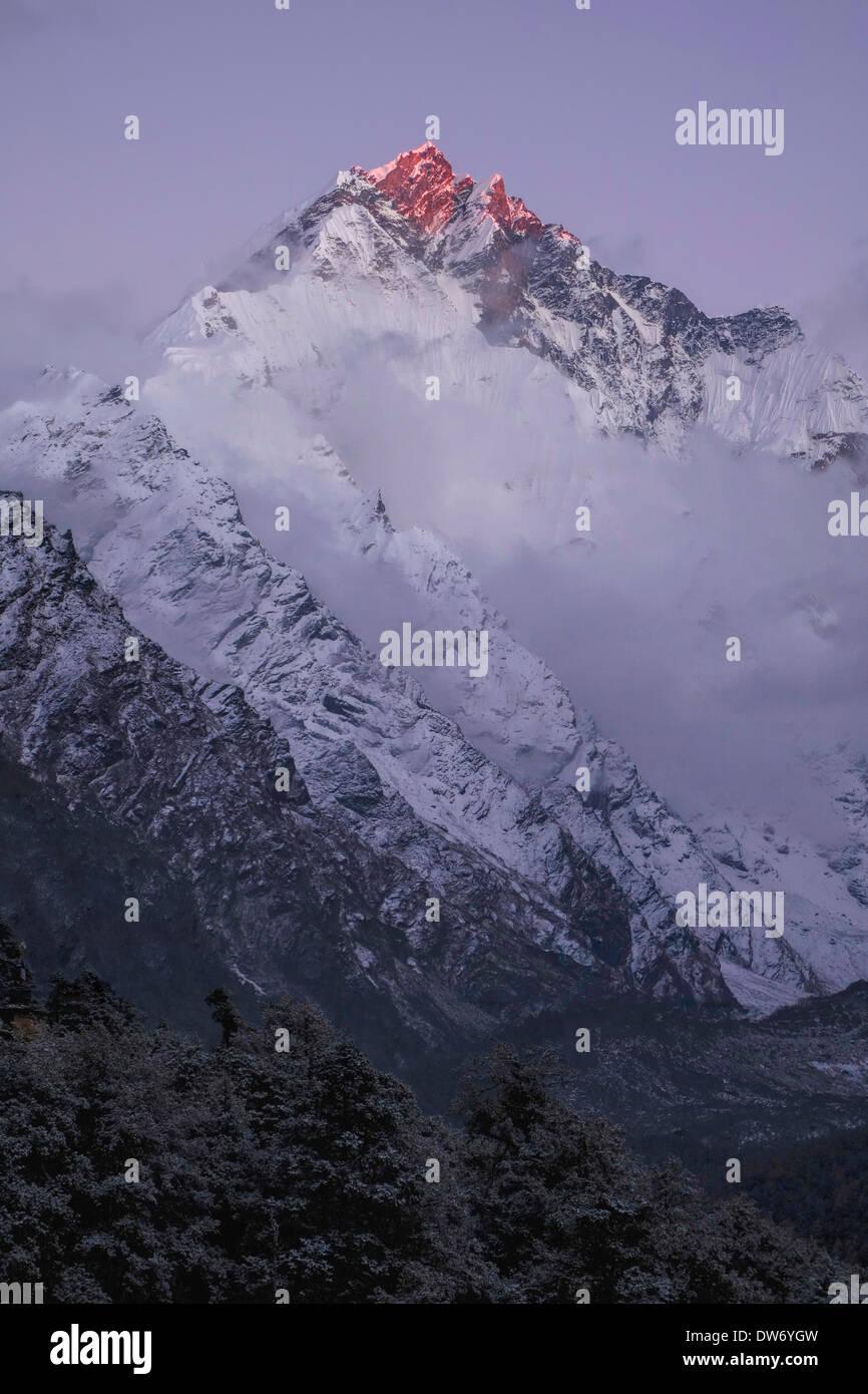 Sunrise on a peak in the Ganesh Himal range, Nepal. - Stock Image