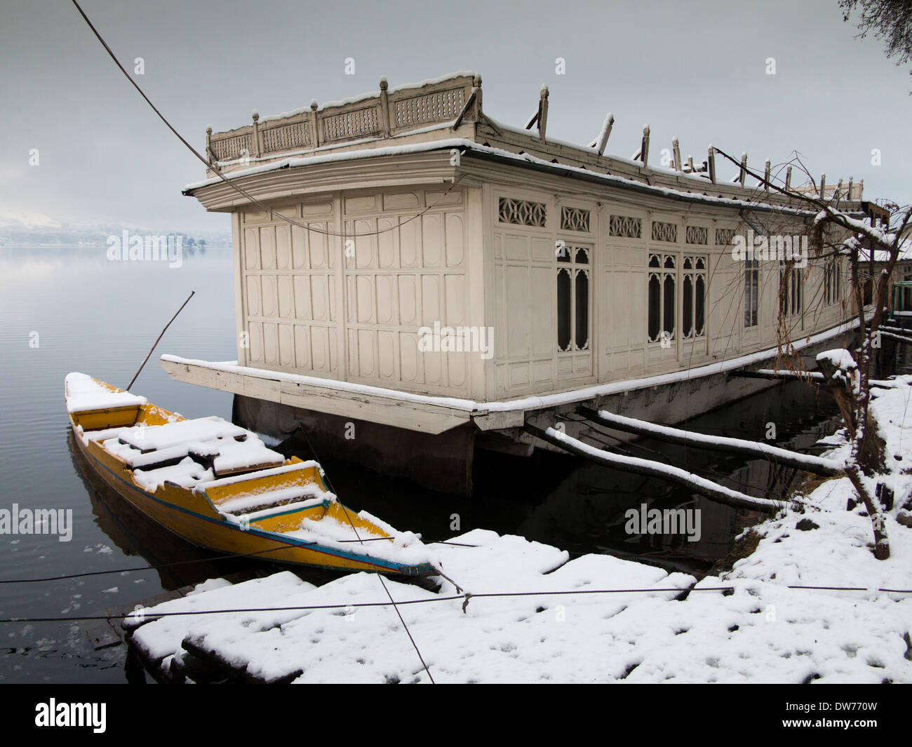 India, Kashmir, Srinagar, winter, snow clad houseboat and shikara, Butts Claremont Houseboats - Stock Image