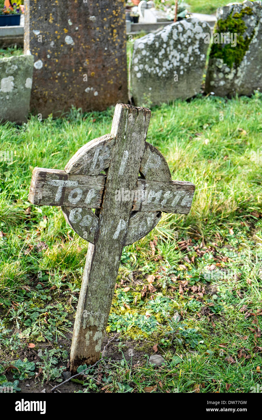 A wooden grave marker in an old Irish cemetery - Stock Image