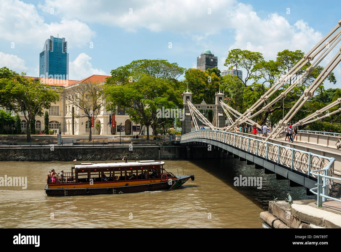 Cavenagh Bridge and Asian Civilisations Museum, Singapore - Stock Image
