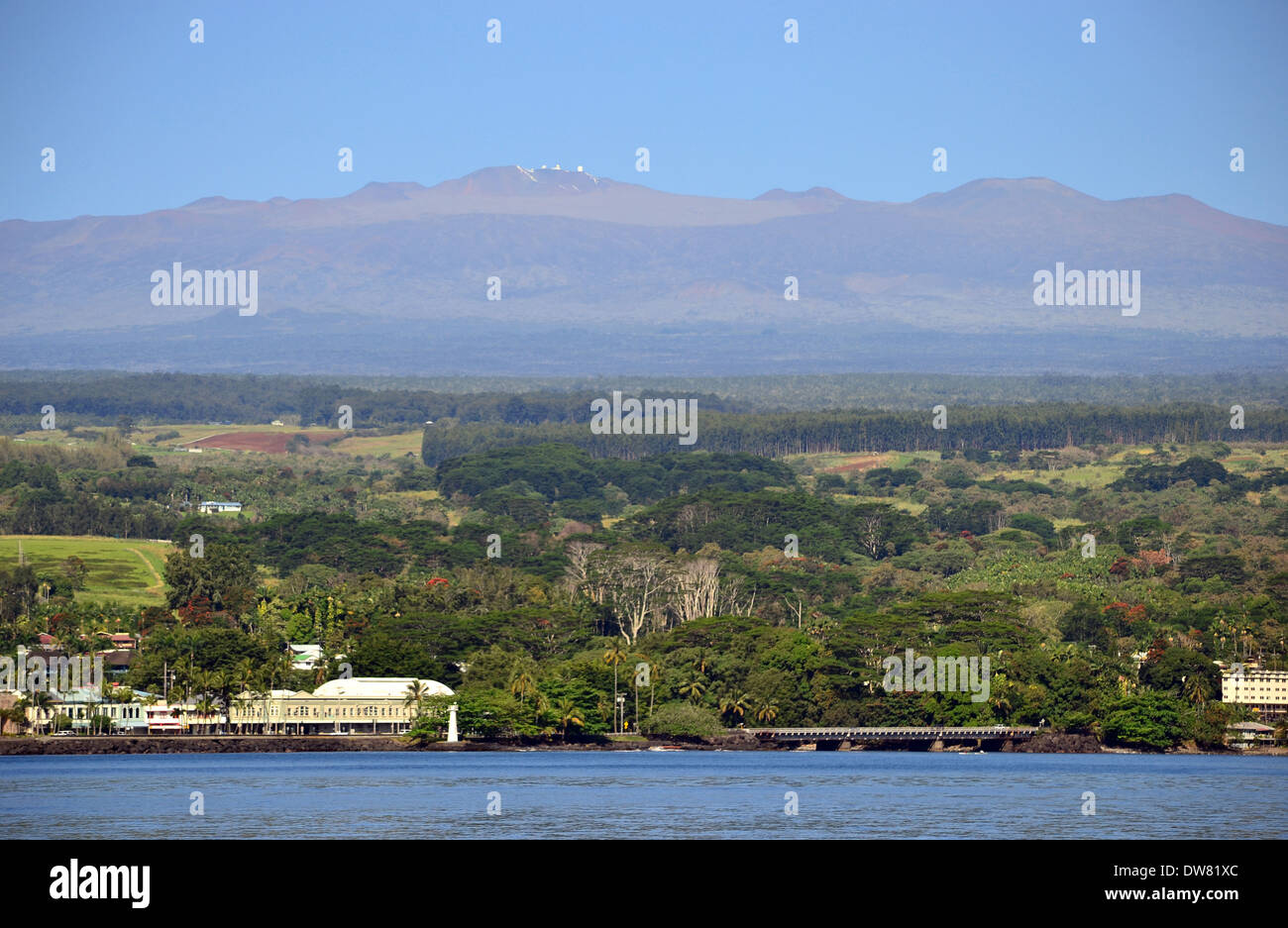 Mauna Kea, the largest and tallest mountain in the world, viewed from Hilo Bay in a clear day, Hilo, Big Island, Hawaii, USA - Stock Image