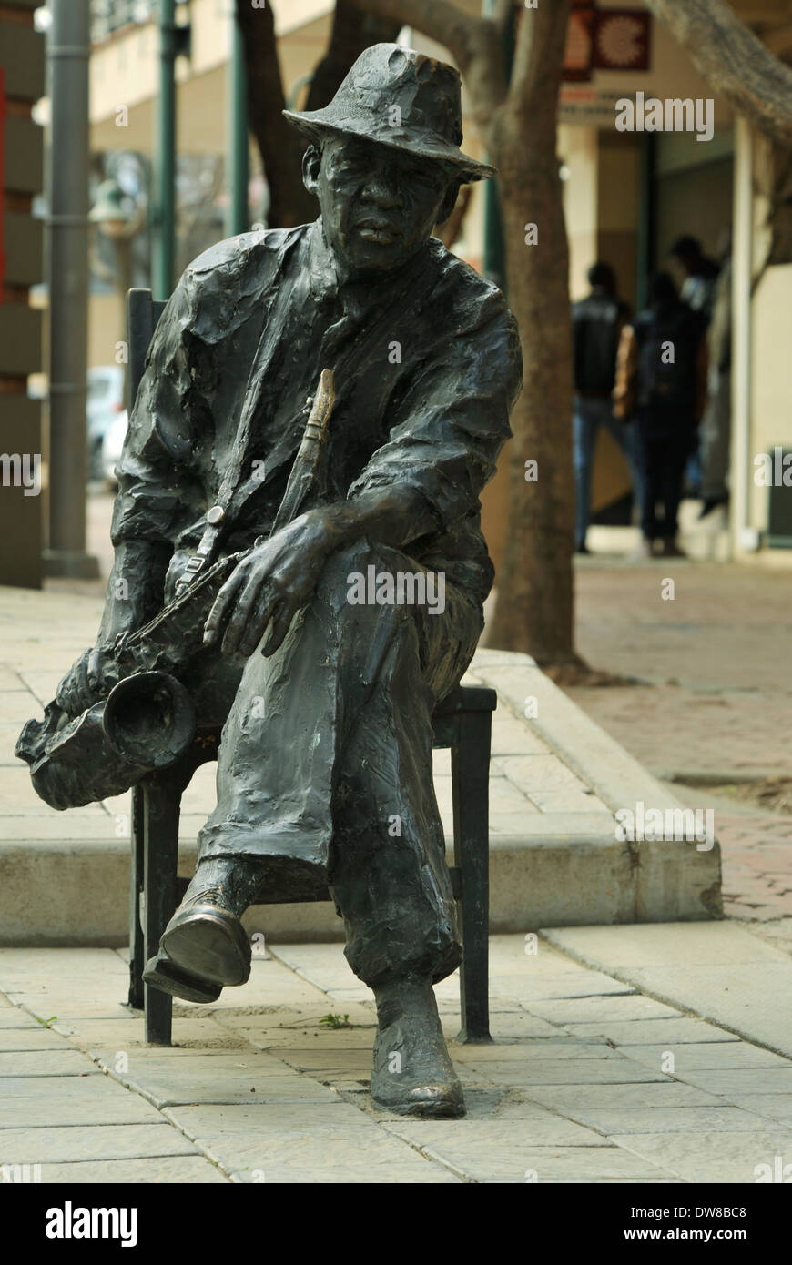 Johannesburg, Gauteng, South Africa, bronze sculpture, saxophone player sitting on chair, Market theatre culture complex, people, city - Stock Image