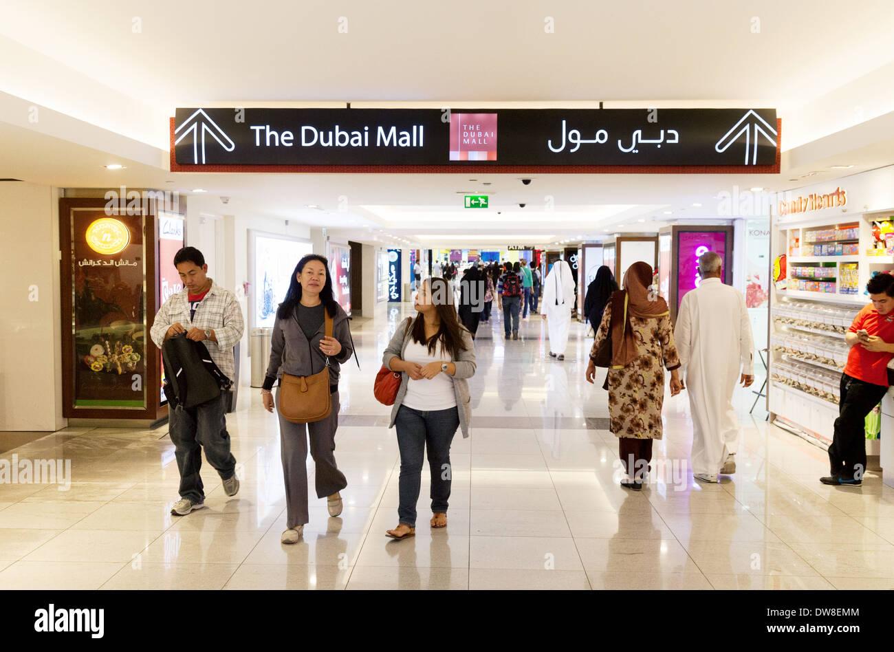 People at the entrance to the Dubai Mall with sign, Dubai, UAE, United Arab Emirates Middle East - Stock Image
