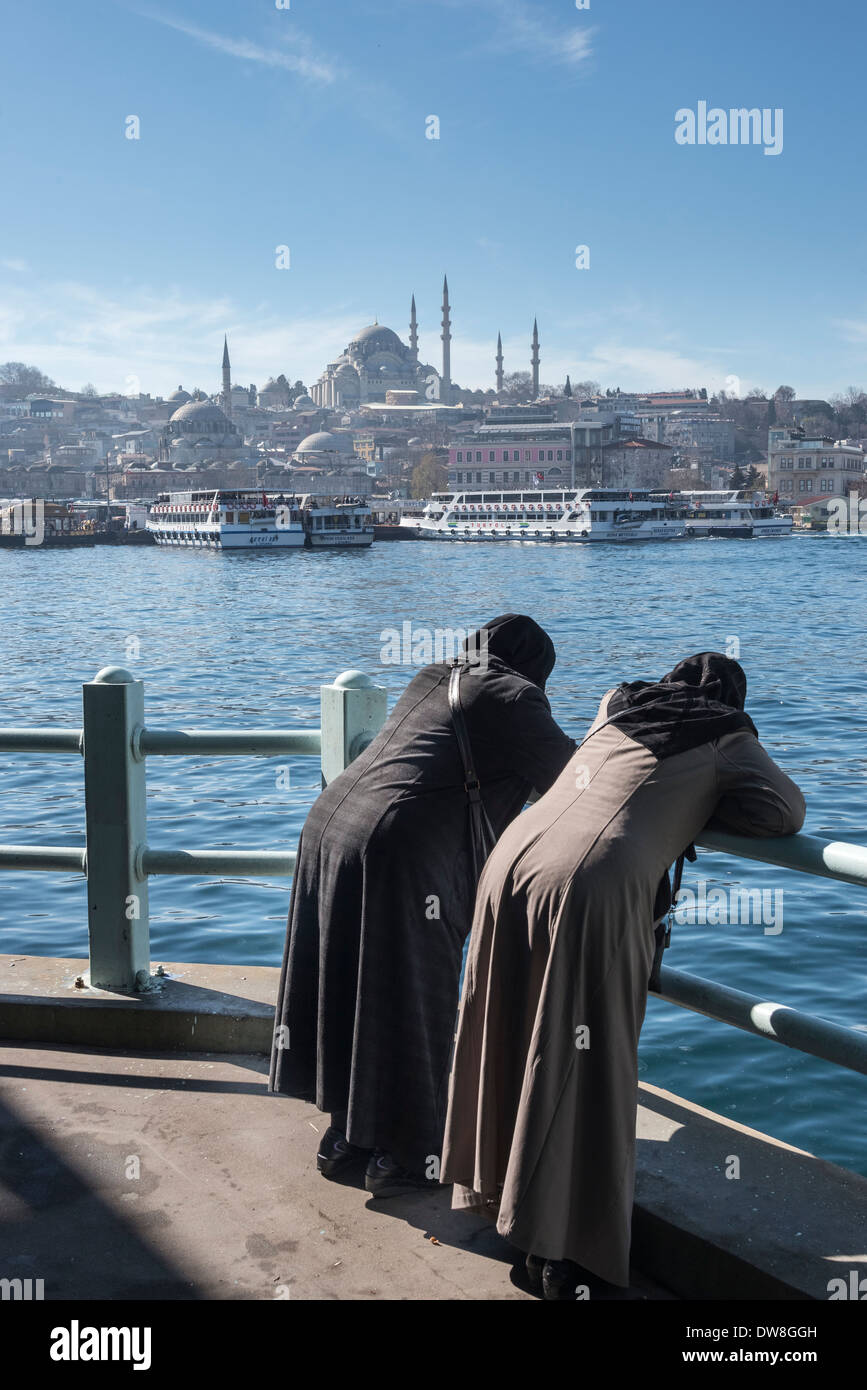 view from  the Galata bridge across the Golden Horn toward the Suleymaniye mosque and the Istanbul skyline. Istanbul, Turkey. - Stock Image