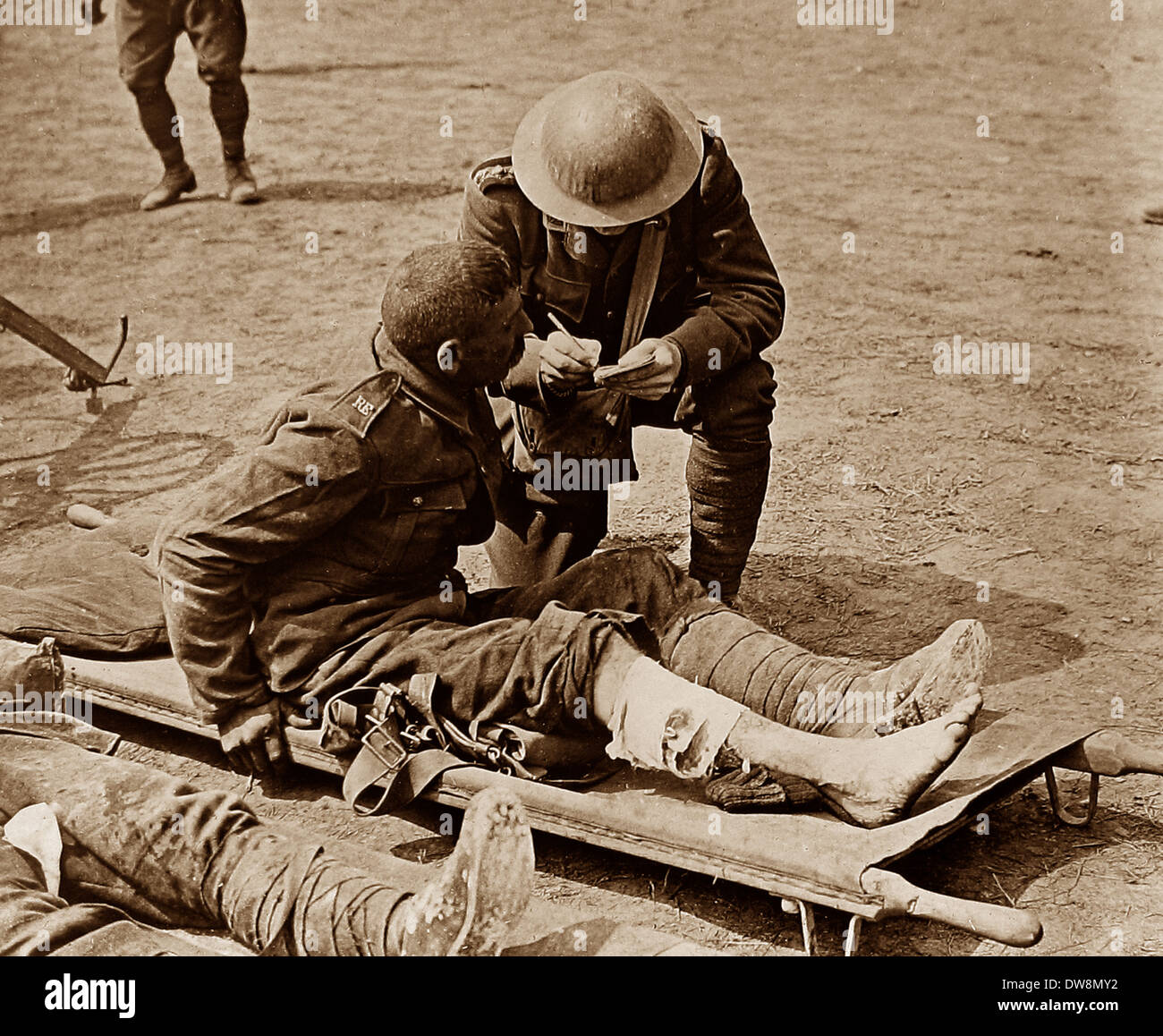 WW1 Chaplain with wounded soldier 1914 - 1918 - Stock Image