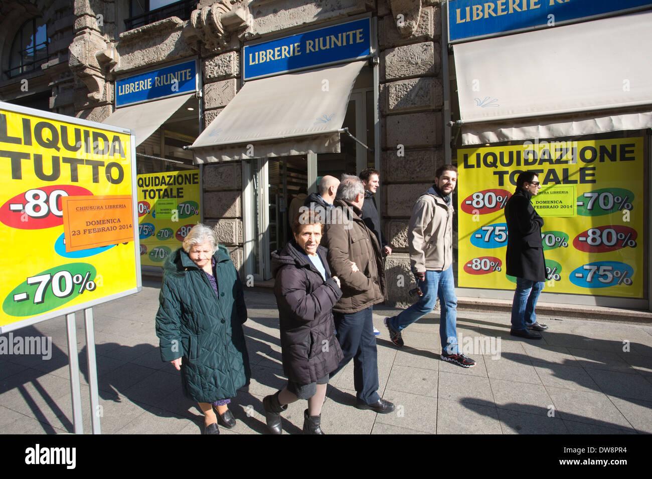 Liberie Riunite, formerly library via Dante bookstore in liquidation (closing down), Via Dante, Centro Storico, Milano, ITALY - Stock Image
