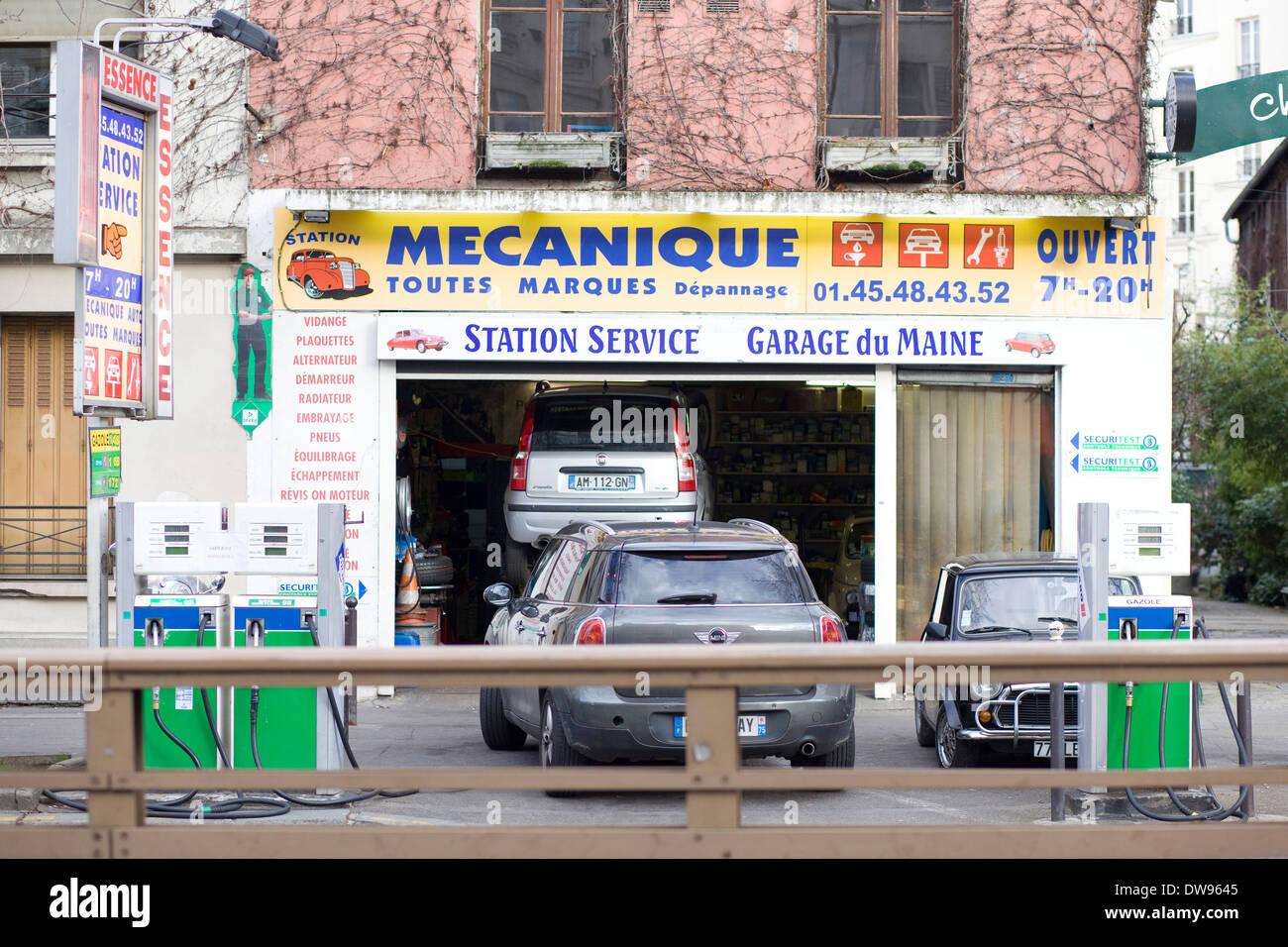 Mecanique Toutes Garage in Paris France - Stock Image