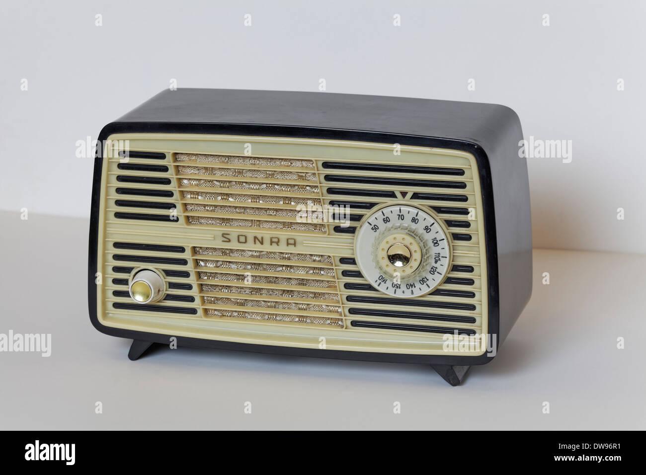 Radio of the GDR brand Sonra from 1950, Stern Radio Sonneberg, Radio Museum Duisburg, North Rhine-Westphalia, Germany - Stock Image