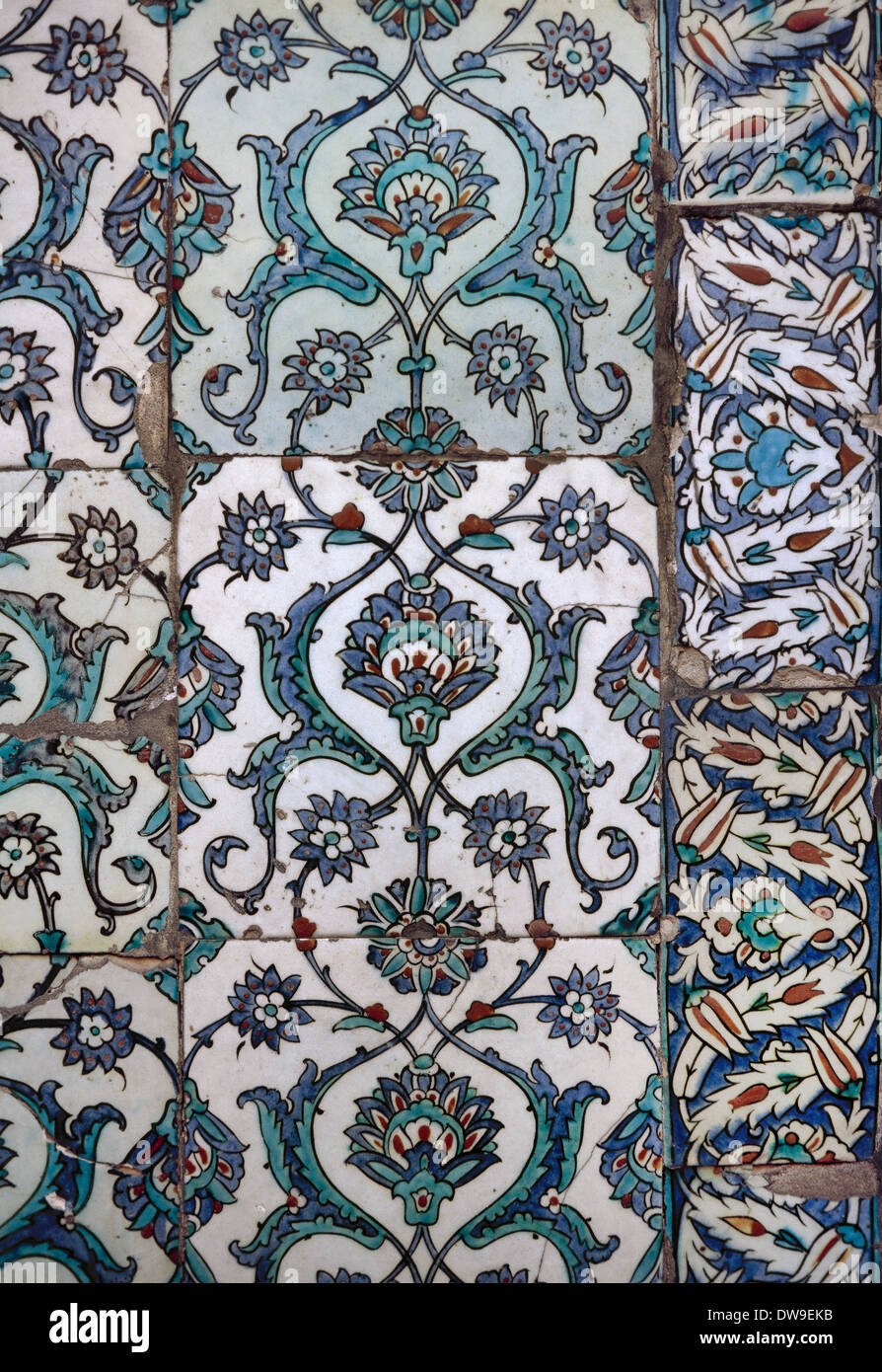 Turkey. Istanbul. Topkapi Palace. Detail of glazed pottery that decorates the walls, made by potters of Iznik. - Stock Image