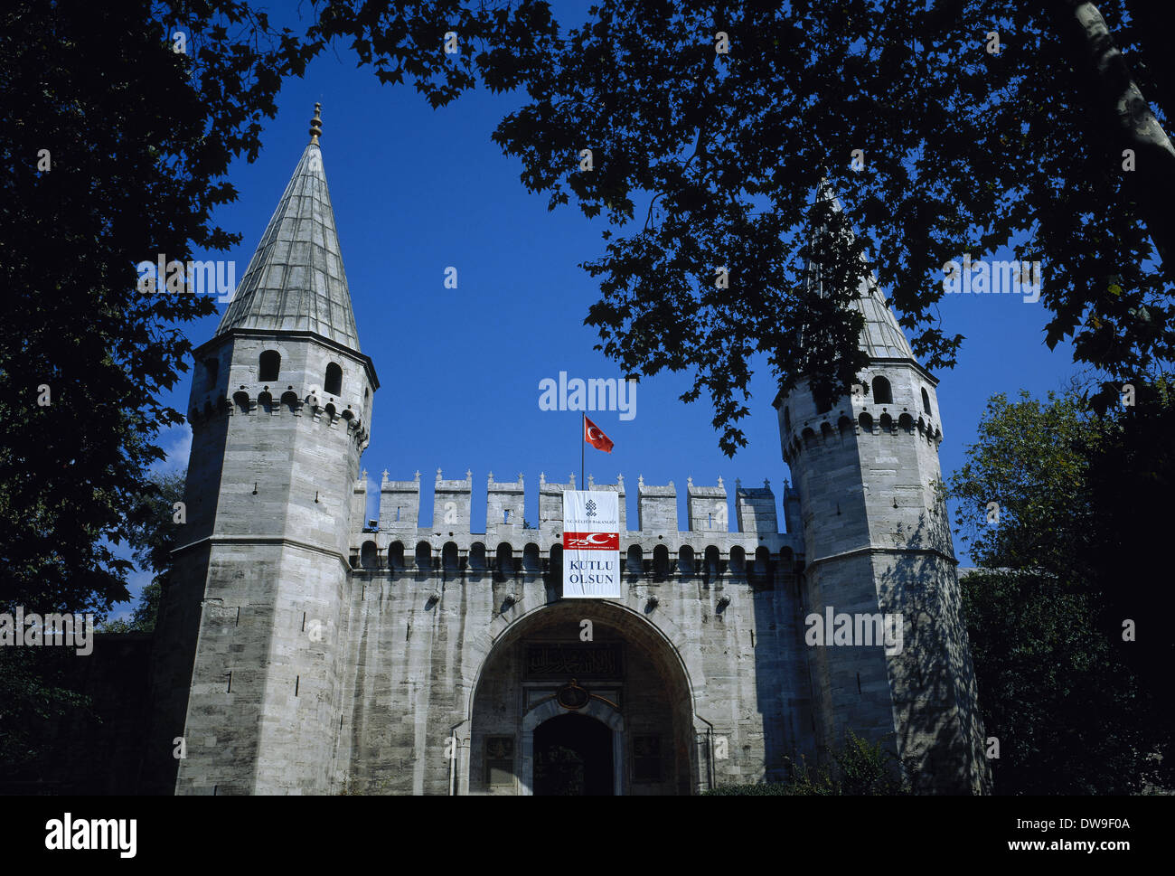 Turkey. Istanbul. Ortakapi Gate (Middle Gate). Access to Topkapi Palace. Built in 1524 by Suleiman the Magnificent. - Stock Image