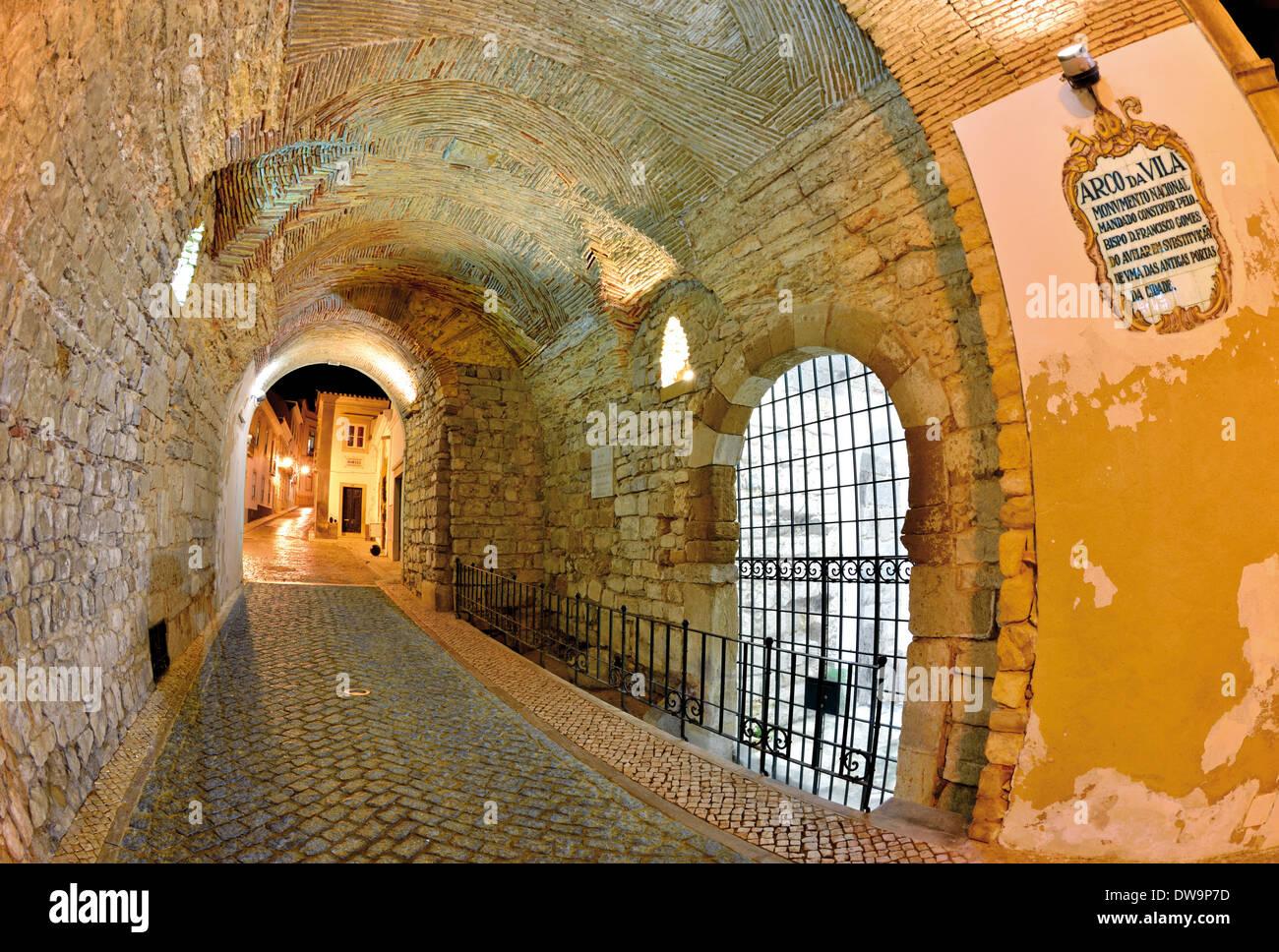 Portugal,Algarve: Historic town gate Arco da Vila in Faro - Stock Image