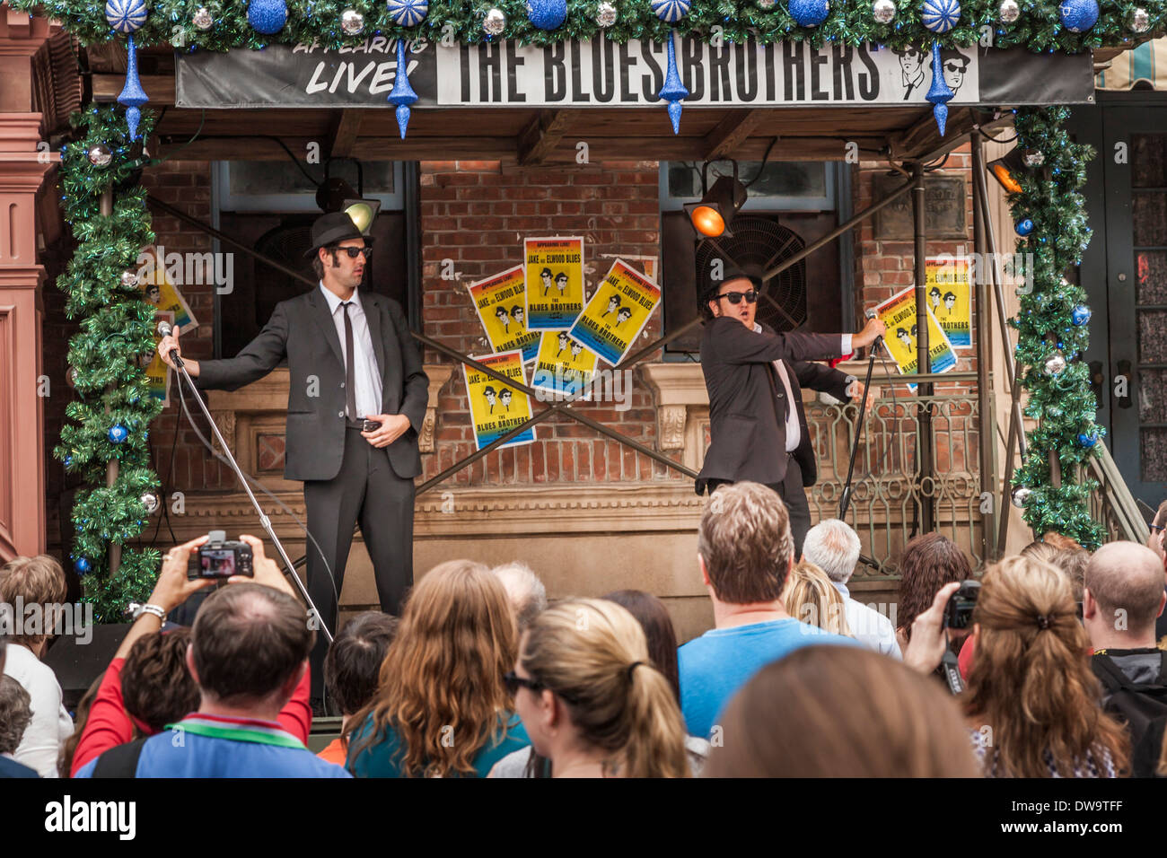 Park guests watch the live Blues Brothers show on the street in Universal Studios theme park in Orlando, Florida - Stock Image