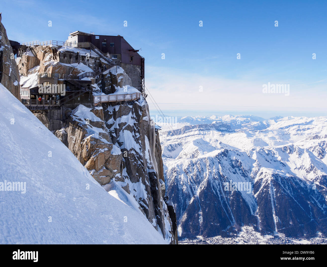 Aiguille du Midi top téléphérique cable-car station in winter snow in French Alps above Chamonix-Mont-Blanc, Haute Savoie, Rhone-Alpes, France - Stock Image