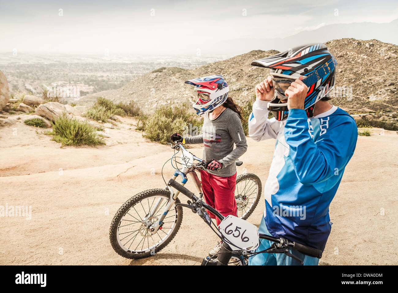 Male and female mountain bikers at race start line, Fontana, California, USA - Stock Image
