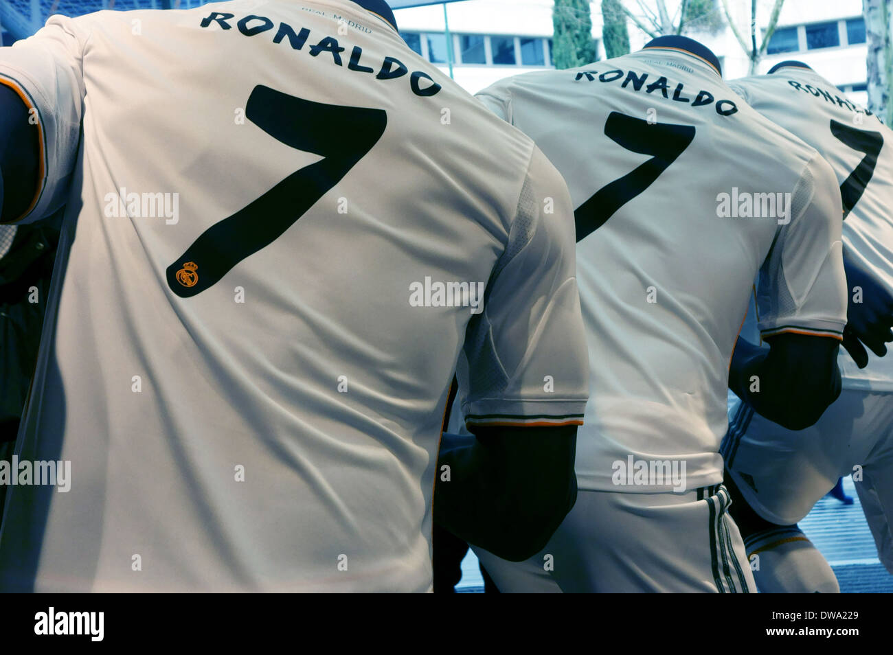 new style 33aa1 d9c58 Real Madrid Replica Kit Stock Photos & Real Madrid Replica ...