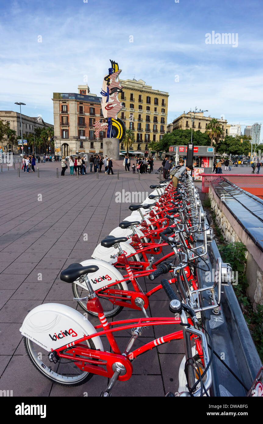 Rental bikes , background Sculpture El Cap de Barcelona by Roy Liechtenstein, Barcelona - Stock Image