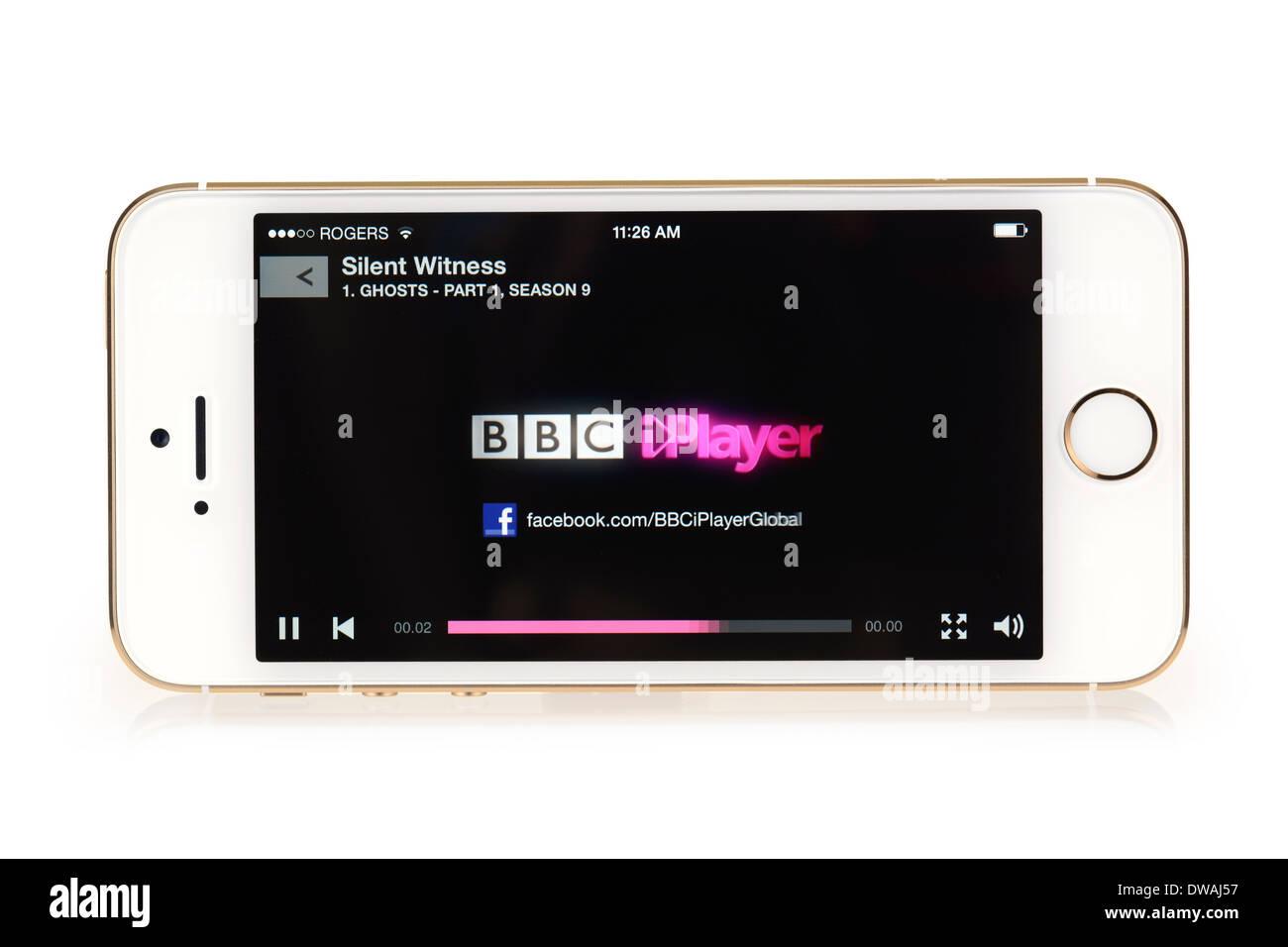 BBC iPlayer Logo  Splash screen, iPhone 5S starting to stream TV show Silent Witness, App running on iPhone 5 S - Stock Image