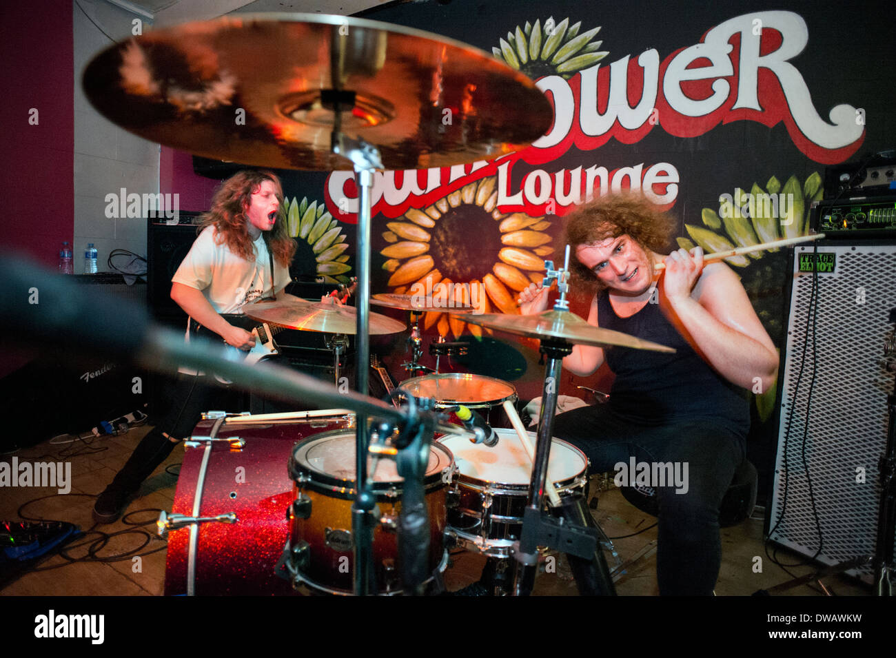 Black country rock band God Damn perform at the Sunflower Lounge, Birmingham. Thom Edward (guitar) and Ash Weaver (drums) - Stock Image