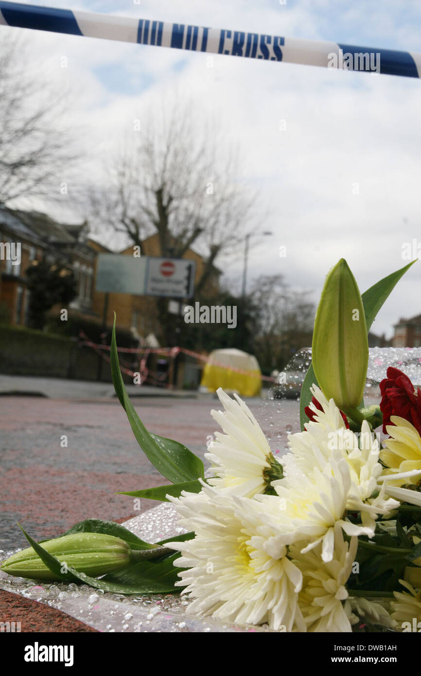 Flower laid at the scene of 17 year old victim stabbed to death Near Mannor Park North London - Stock Image
