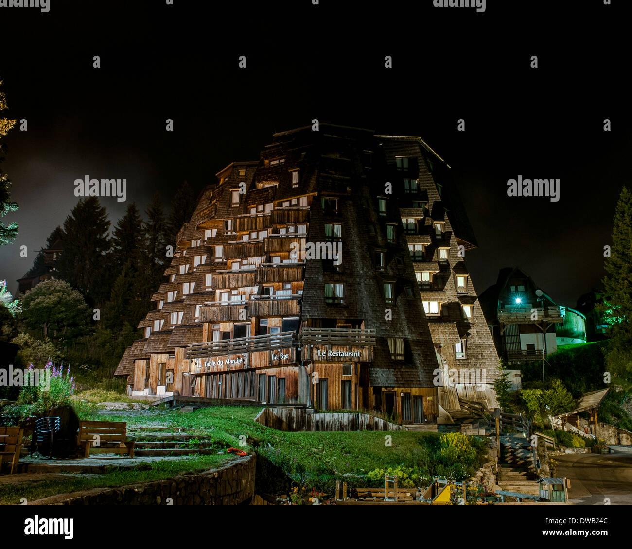 Avoriaz, Avoriaz, France. Architect: Jacques Labro, Simon Cloutier, Jean-Jacques Orzoni, 2014. Hotel des Dromonts Stock Photo
