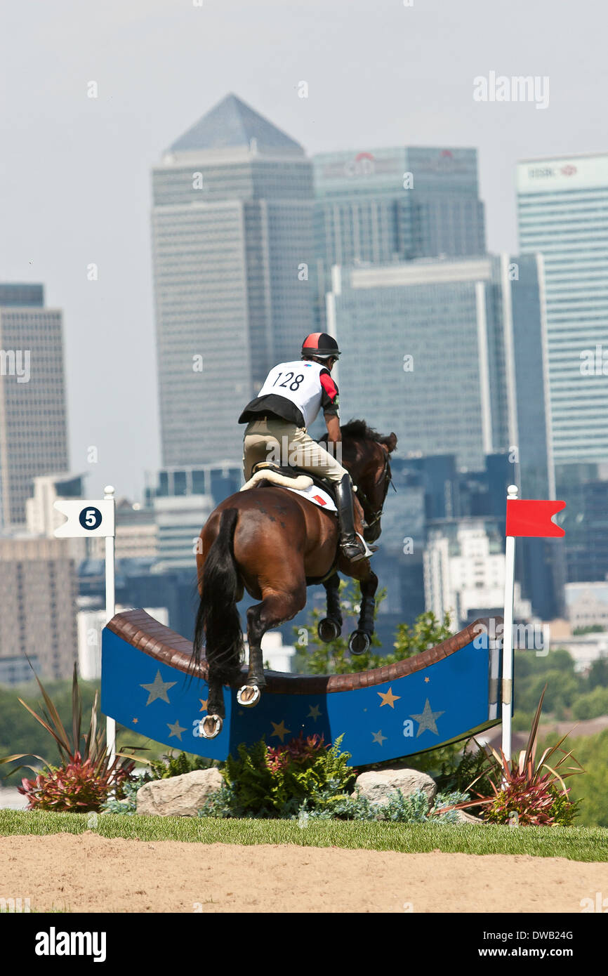 Three day eventing in Greenwich Park with Canary Wharf in background - Stock Image