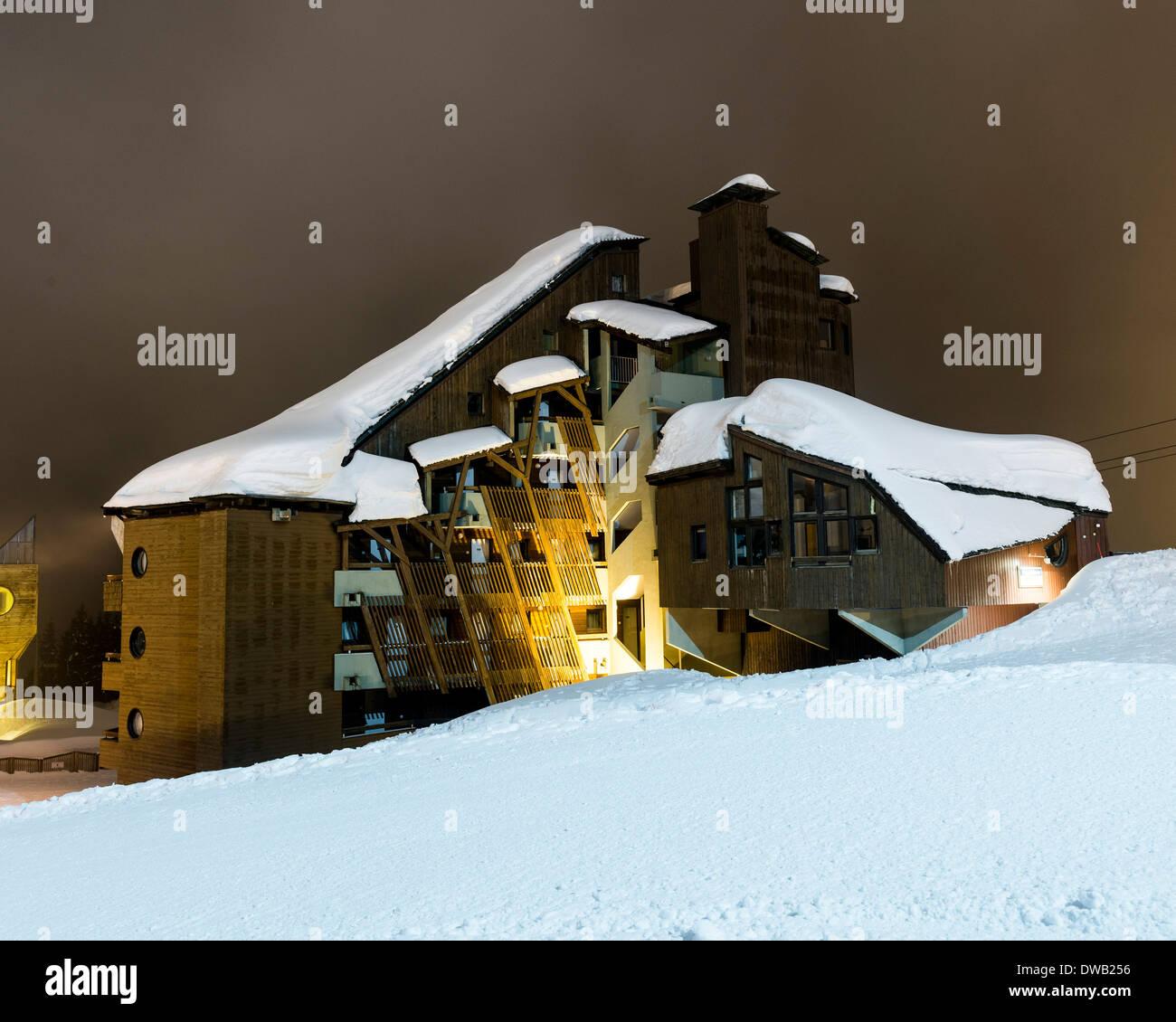 Avoriaz, Avoriaz, France. Architect: Jacques Labro, Simon Cloutier, Jean-Jacques Orzoni, 2014. Datcha (1986) (Winter). Stock Photo