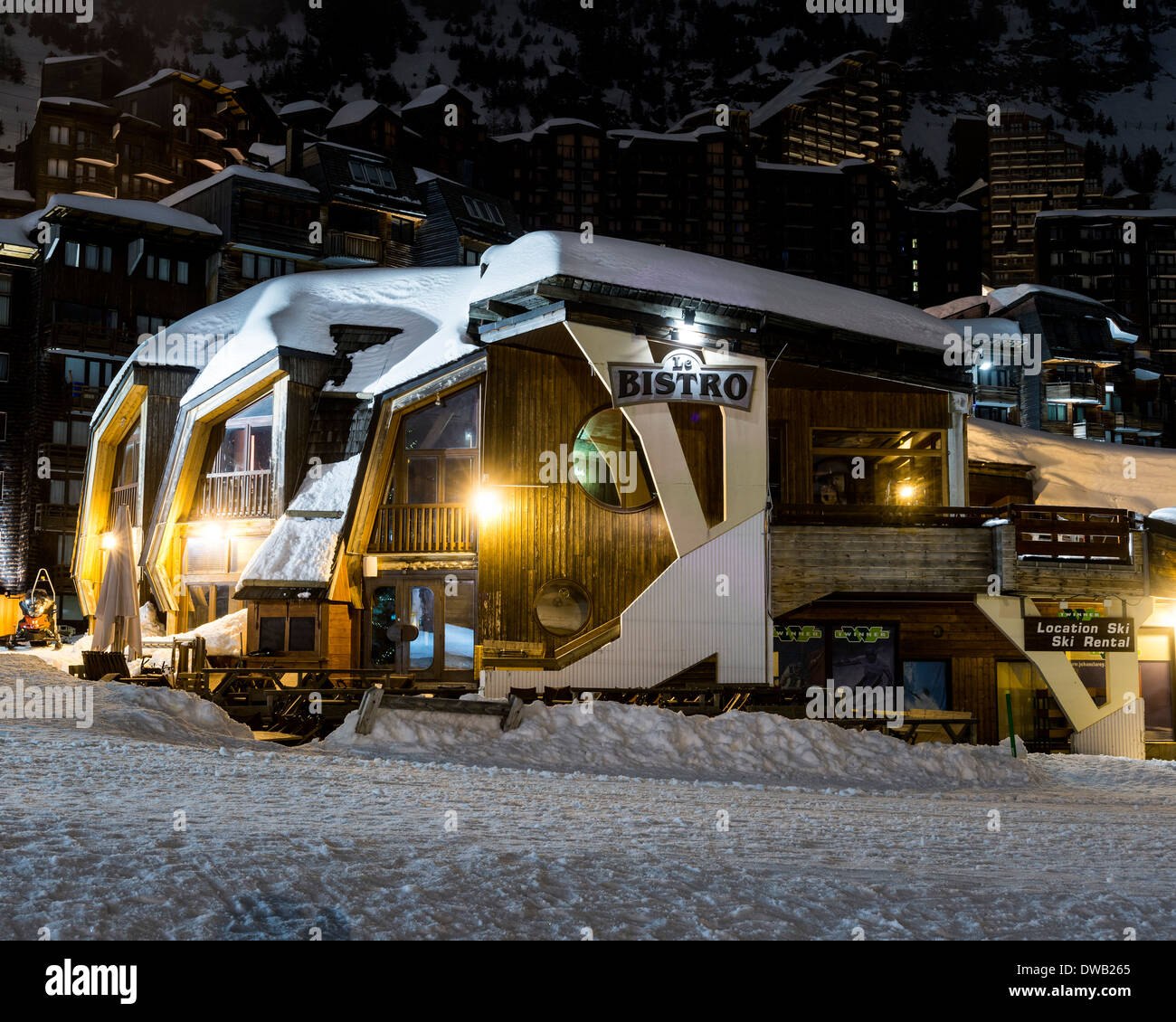 Avoriaz, Avoriaz, France. Architect: Jacques Labro, Simon Cloutier, Jean-Jacques Orzoni, 2014. Le Bistro (Winter). Stock Photo