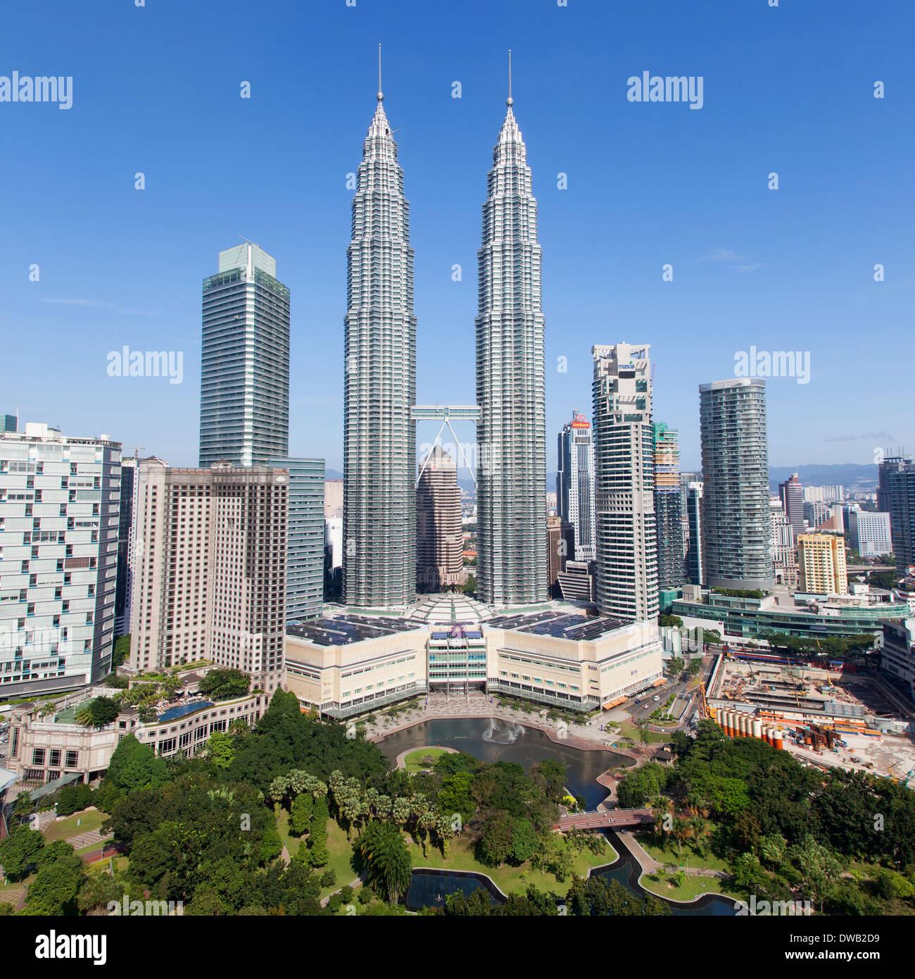 Kuala Lumpur: Petronas Towers Aerial Stock Photos & Petronas Towers