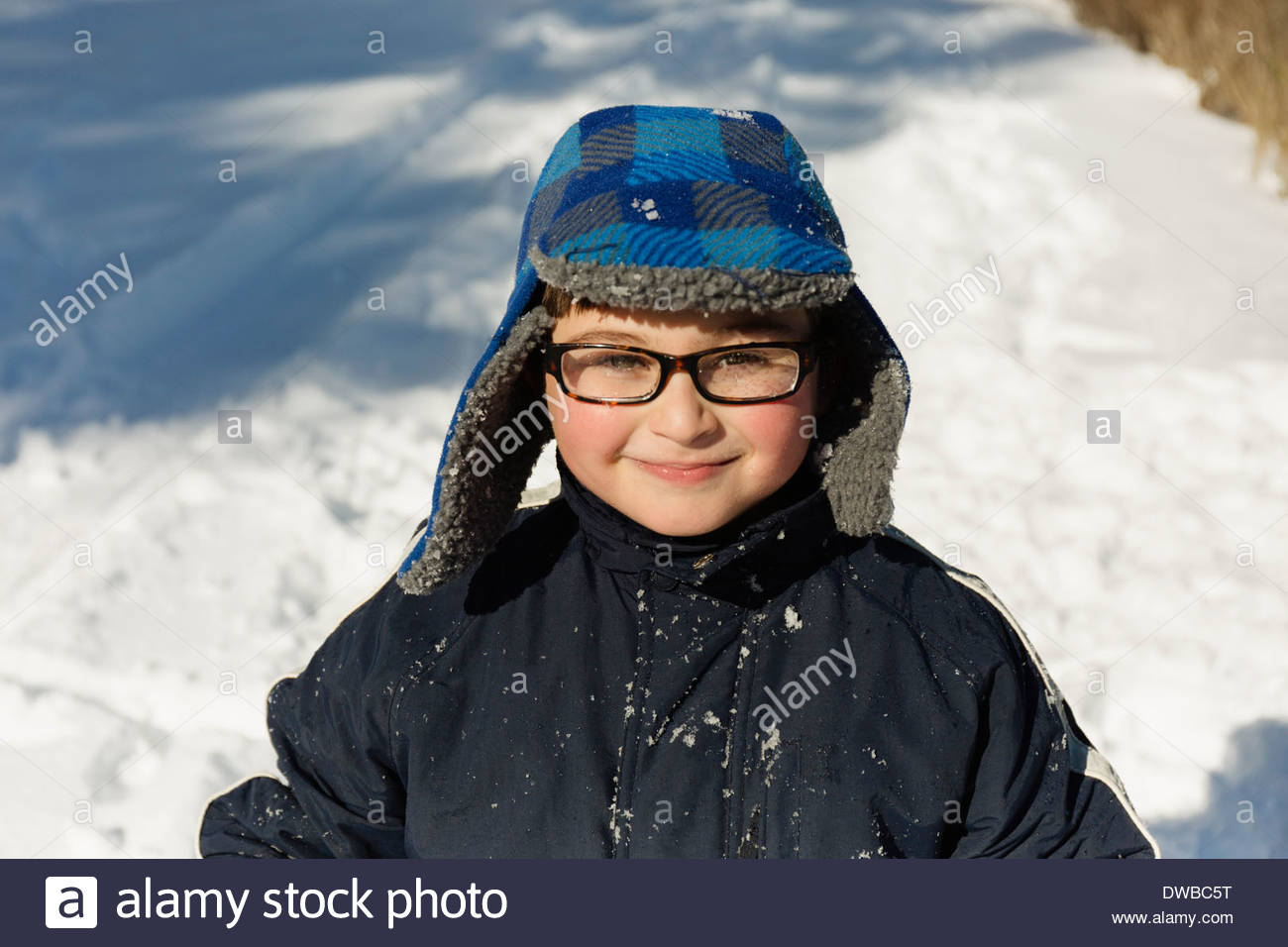 Portrait of boy wearing winter hat, smiling - Stock Image