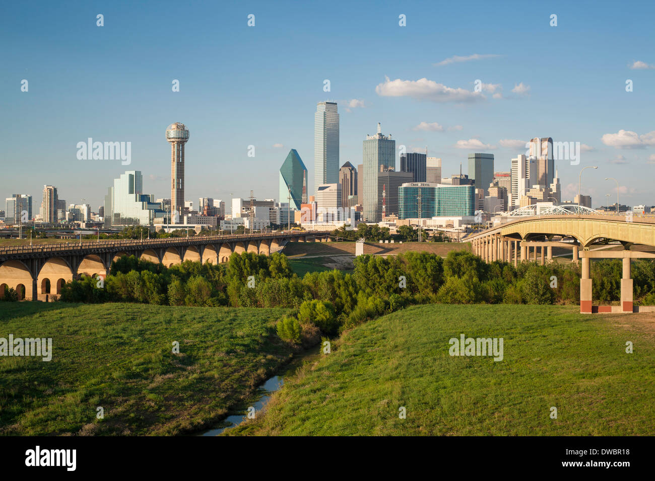 Dallas, Texas, USA, Freeway bridge over Dallas River floodplain, and downtown skyline - Stock Image