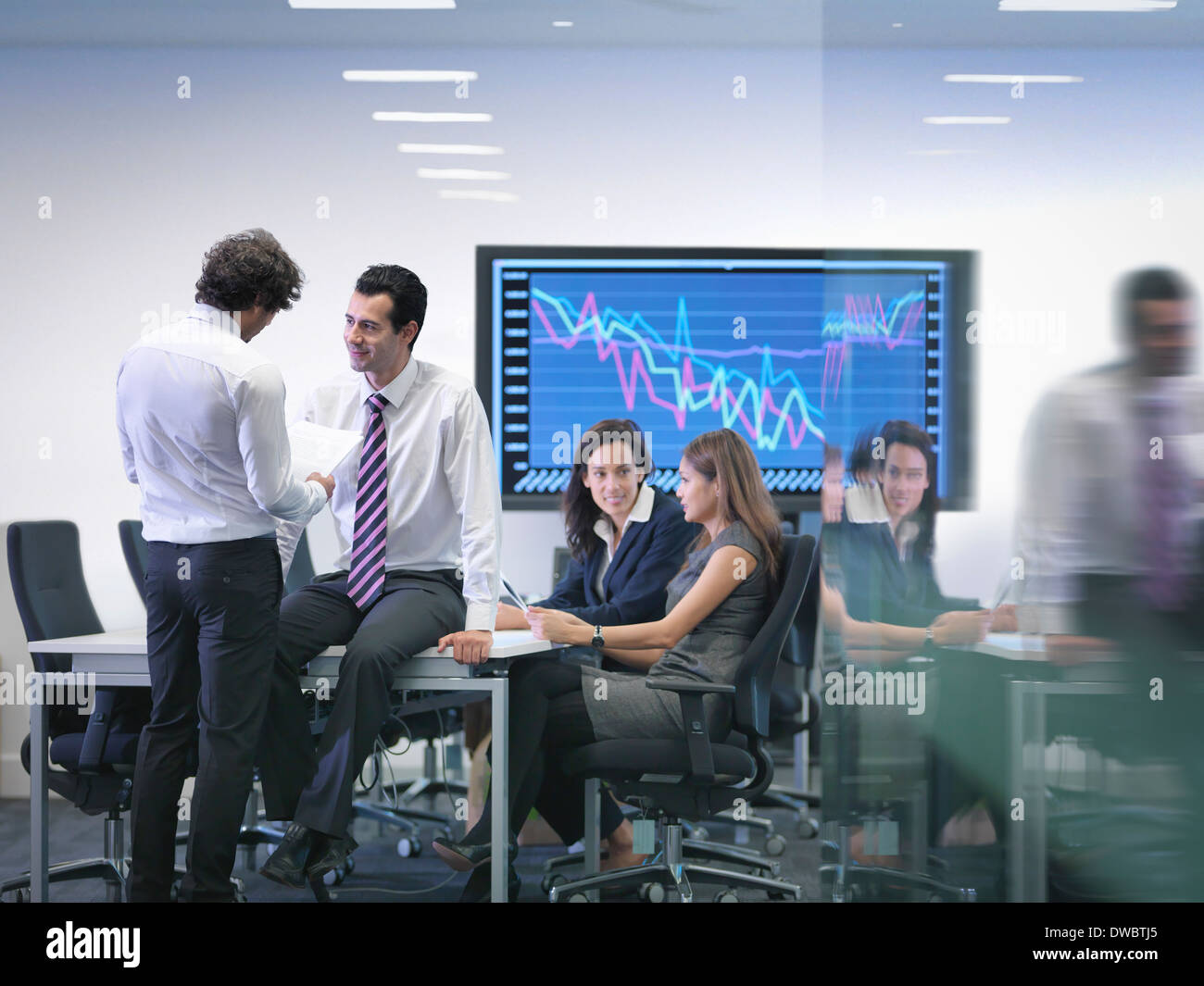 Office colleagues in informal meeting - Stock Image