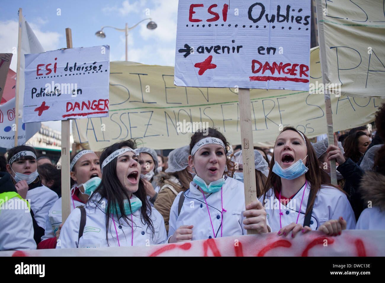 Paris, France. 4th Mar, 2014. Demonstration in Paris, on March 4, 2014 of nurses for the return of internships during training. A delegation was received at the Ministry while the nurses continued to protest. Credit:  Michael Bunel/NurPhoto/ZUMAPRESS.com/Alamy Live News - Stock Image