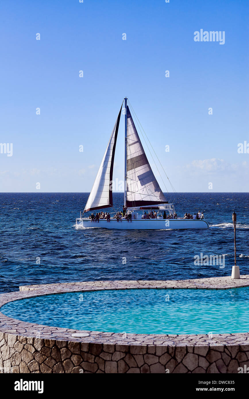 Tourist sightseeing catamaran excursion, Negril, Jamaica - Stock Image