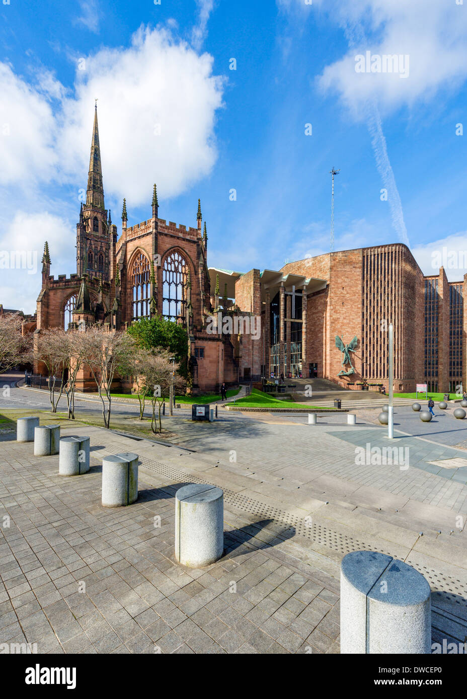 Coventry Cathedral (St Michael's) with bombed out ruins of the old cathedral to the left, Coventry, West Midlands, England, UK - Stock Image