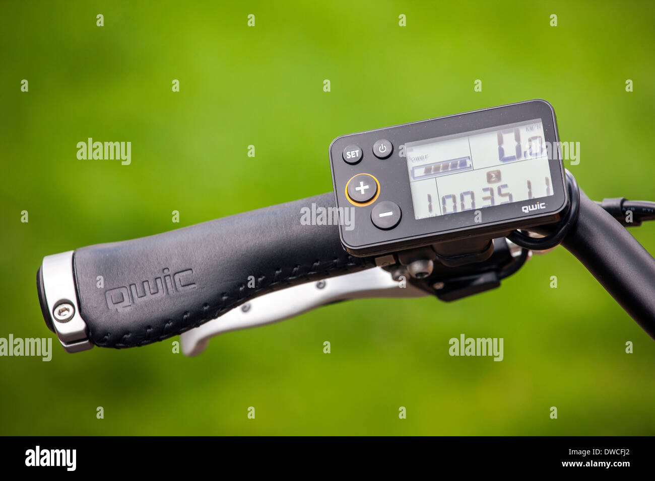 Digital display of pedelec / e-bike / electric bicycle showing speedometer with integrated battery level measurement - Stock Image