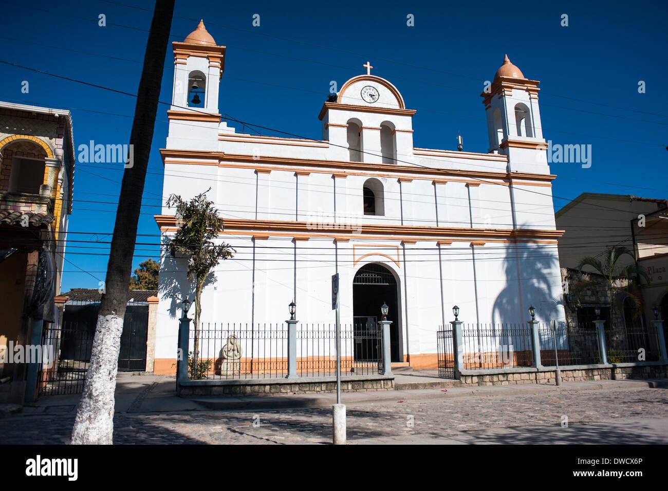 Iglesia Católica in the town of Copán Ruinas in Honduras - Stock Image